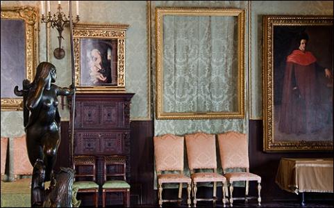 Empty_Frames_at_Isabella_Stewart_Gardner_Museum