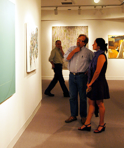 aam-people-viewing-art
