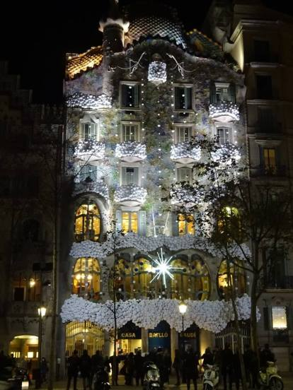 gaudi casa batllo night