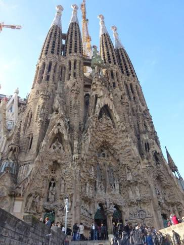 gaudi sagrada familia exterior barcelona