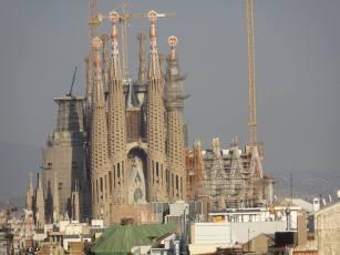 gaudi sagrada familia distance construction