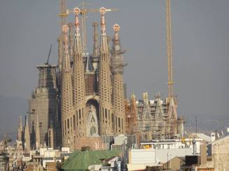 gaudi sagrada familia distance construction